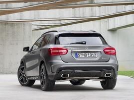 Задний бампер AMG для Mercedes GLA X156