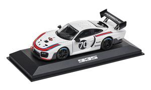 Модель Porsche 935 в масштабе 1/43