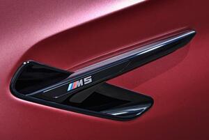 Черные решетки в передние крылья BMW M5 F90