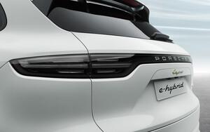 Тонированные фонари для Porsche Cayenne E3
