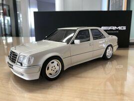 Модель Mercedes E60 AMG W124 1/18
